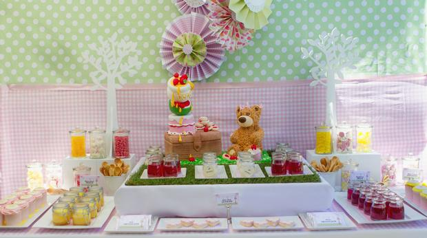 teddy bears picnic party table setting, cute sign, amazing dessert table