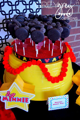 Mickey Mouse Clubhouse Party cakepops, Minnie mouse party, mickey mouse party ideas