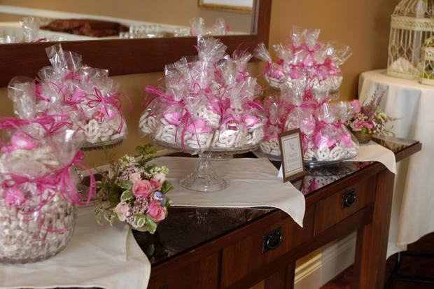 Nesting Themed Baby Shower, Bird baby shower, table setting with flower arrangement centerpiece, baby shower favors