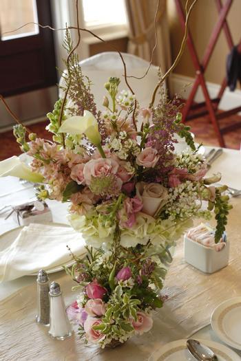 Nesting Themed Baby Shower, Bird baby shower, table setting with flower arrangement centerpiece