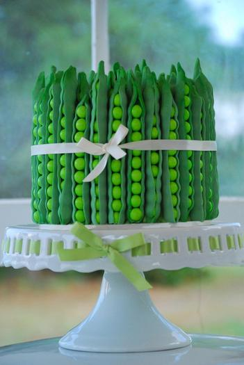 green pea pod dessert table ideas, green pea pod cake centerpiece