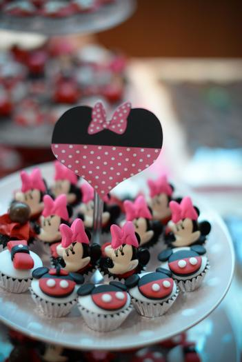 minnie mouse and mickey mouse cupcakes, minnie mouse themed party