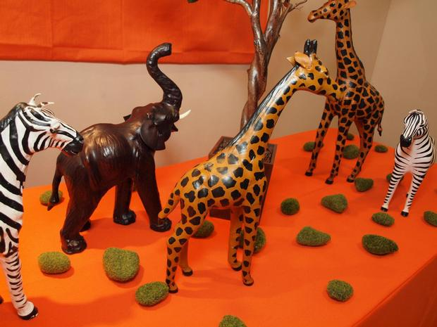little safari animals including a giraffe and zebra Figurines