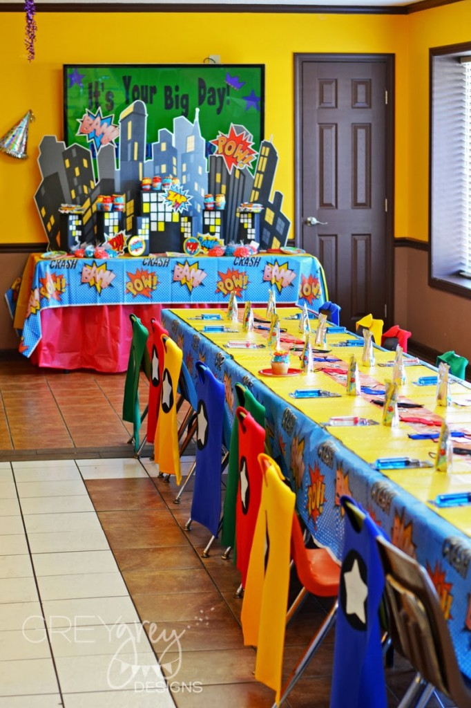 superhero birthday party ideas, table setting little capes and masks