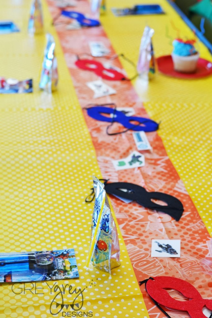 superhero birthday party, super hero decoration inspirations, bright colors