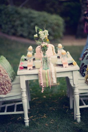 sugar and spice table setting