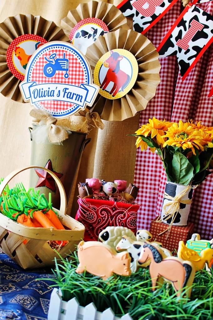 Cute Farm Party Centerpiece - Farm Animal Baby Shower Ideas