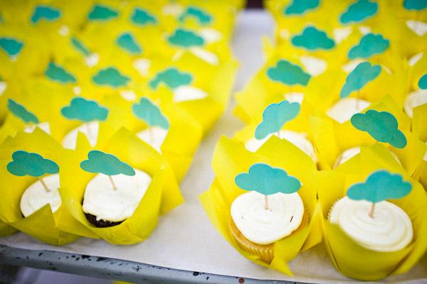Rain Cloud Baby Shower ideas cupcakes (2)