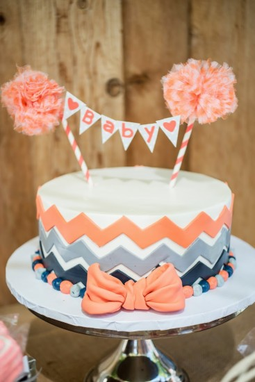 Vintage Gender Neutral cake with mini bunting