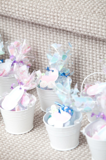 favors with carriage tags
