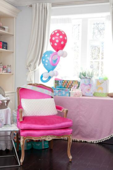 polka dot balloons for gender neutral theme