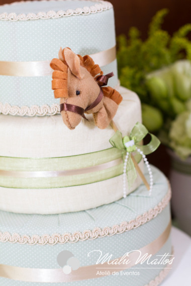unique-sweet-wooden-horse-baby-shower-ideas
