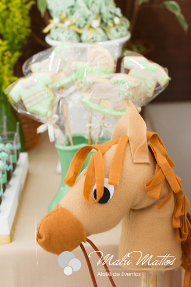 unique-sweet-wooden-horse-baby-shower-ideas-cookies