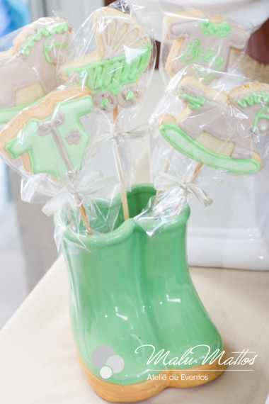 unique-sweet-wooden-horse-baby-shower-ideas-cookies-in-gumboot