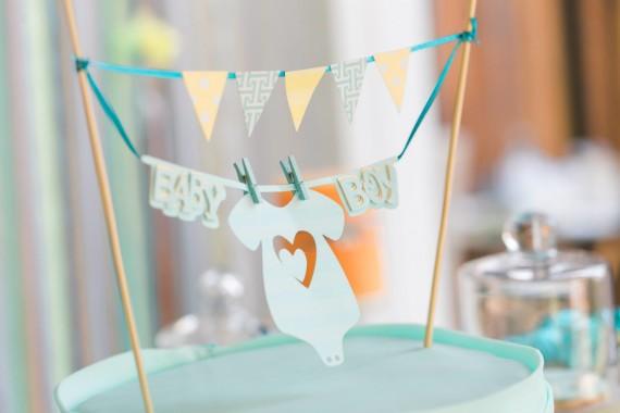gorgeous-baby-boy-shower-cake-mini-bunting