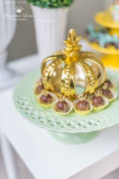 gold-crown-decorations-for-little-prince-crown-baby-shower