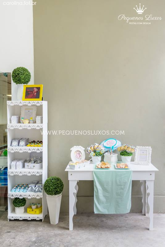 little-prince-crown-baby-shower-bookshelf-treat-table