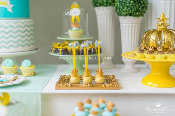 little-prince-crown-baby-shower-crown-cakepops
