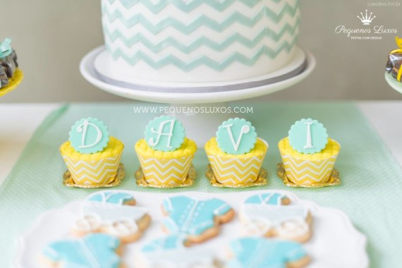little-prince-crown-baby-shower-cupcakes-lettters