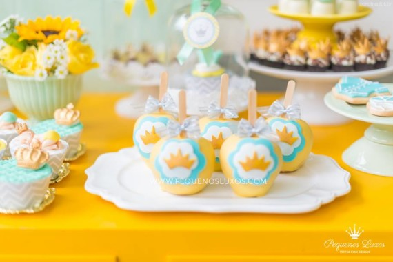 little-prince-crown-baby-shower-treats-apple-decorated