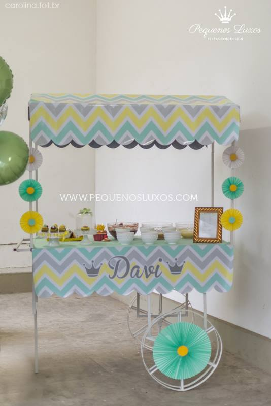 little-prince-crown-baby-shower-wheel-of-cupcakes