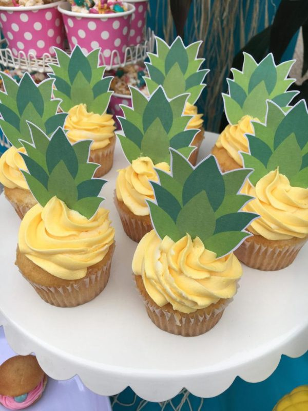 pineapple-tops-cupcake-toppers