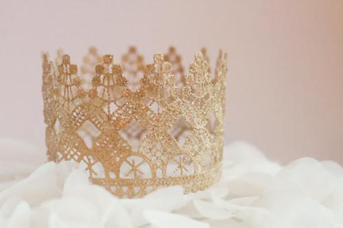 princes gold crown cake topper