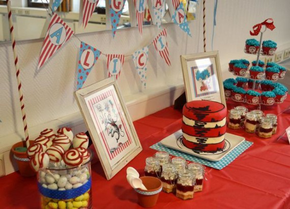 thing-1-thing-2-twins-baby-shower-cat-in-the-hat-cake