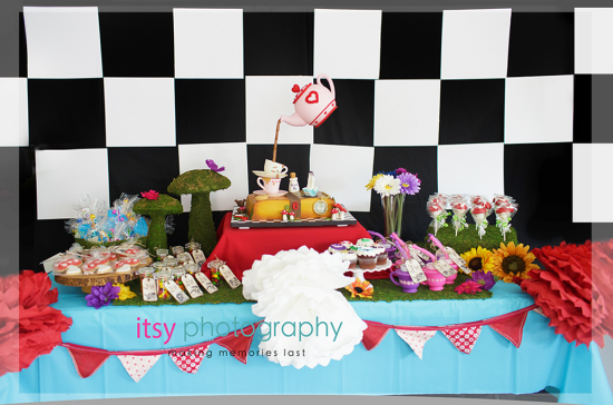alice-in-wonderland-mad-hatter-tea-party-dessert-table
