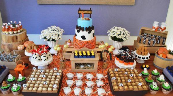 farm-house-animals-baby-shower-dessert-table-ideas