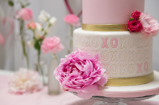 Sweet XOXO Baby Shower cake