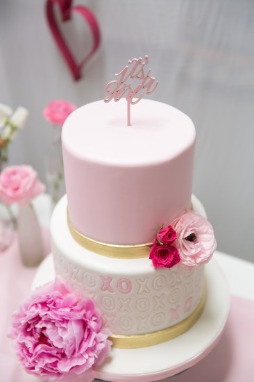 Sweet XOXO Baby Shower cake with it's a girl topper