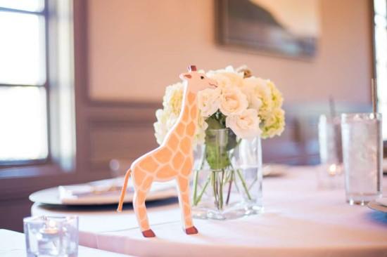 giraffe centerpiece table setting