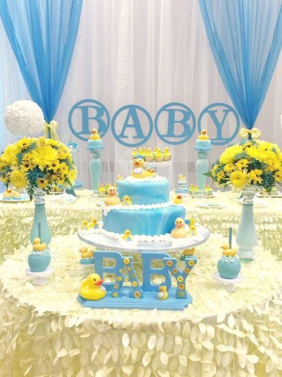 rubber-ducky-baby-shower centerpiece cake