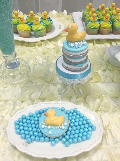 rubber-ducky-baby-shower cookies with baby ducks