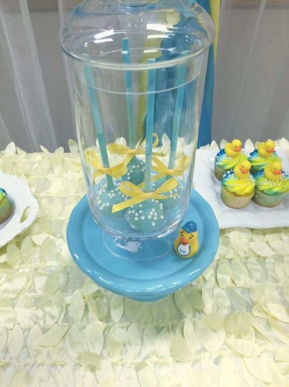 rubber-ducky-baby-shower its a boy cakepops