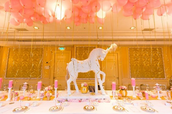 Golden-Carrousel-Babyshower-Balloons-Decor