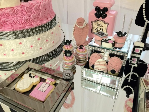Modern-Chic-Chanel-Baby-Shower-Cookies
