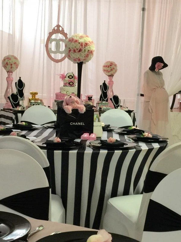 Modern-Chic-Chanel-Baby-Shower-Guest-Table