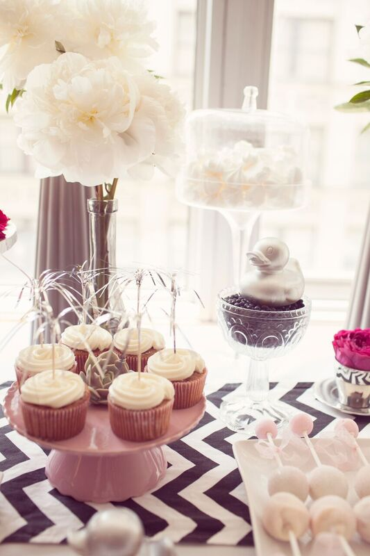 Chic-Pamper-Me-Baby-Shower-Cupcakes