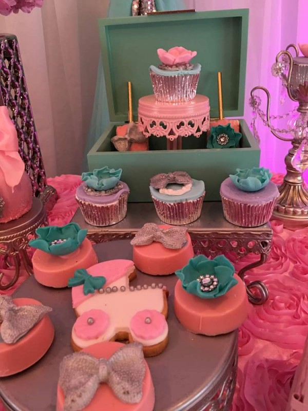 Teal-And-Pink-Modern-Chic-Baby-Shower-Cupcake-Treats