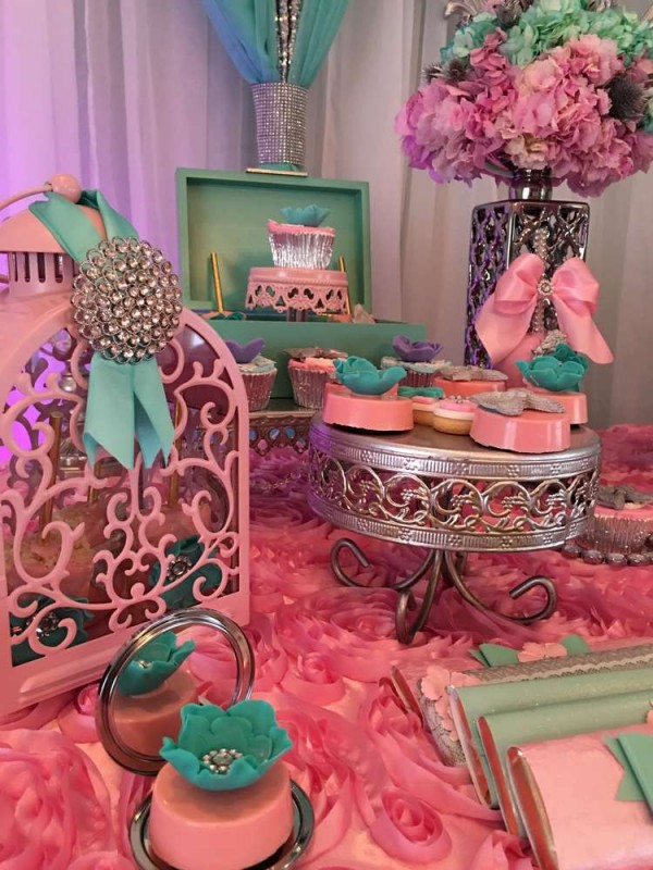 Teal-And-Pink-Modern-Chic-Baby-Shower-Cupcakes
