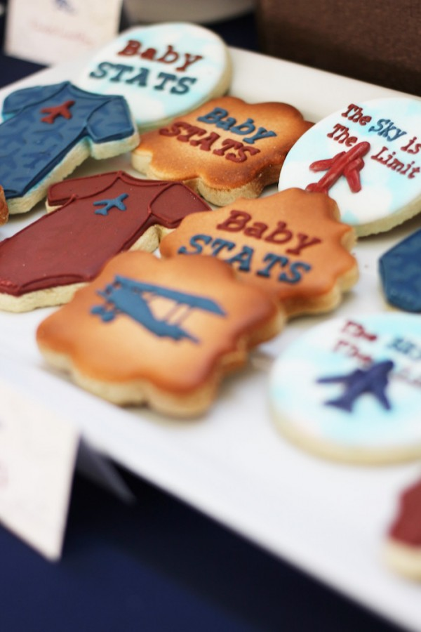 Classic-Airplane-Baby-Shower-Cookies