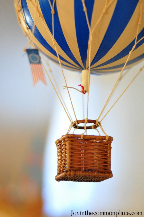 Classic-Hot-Air-Balloon-Baby-Shower-Balloon-Decor