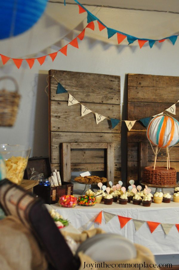 Classic-Hot-Air-Balloon-Baby-Shower-Treat-Table