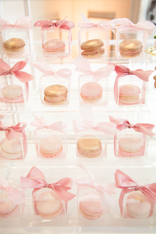 gold-tutu-baby-shower-ballerina-ideas-macaroons-gift-box