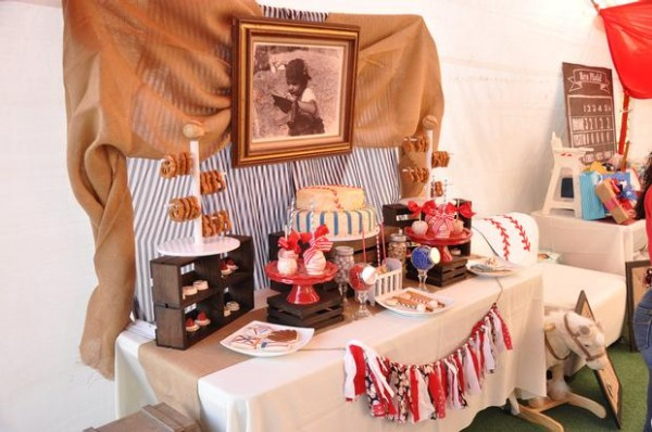 vintage-baseball-baby-shower-main-table-decorations