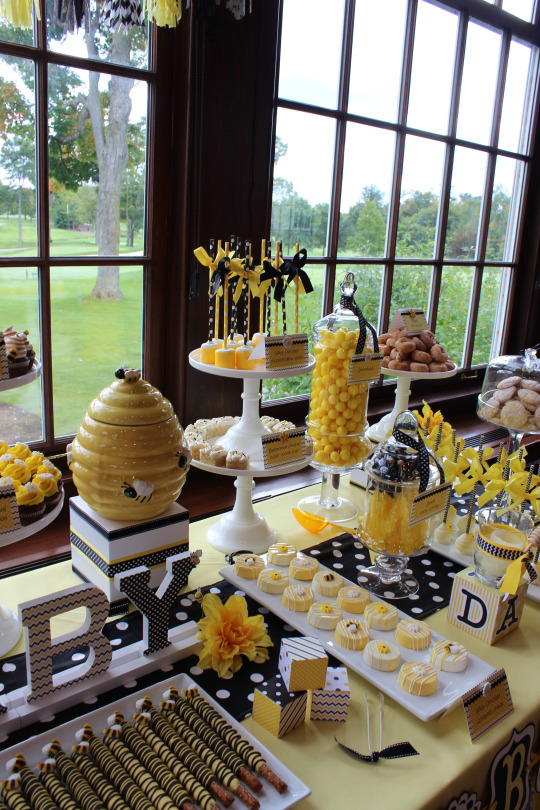 Blissful-Bumble-Bee-Baby-Shower-Candies