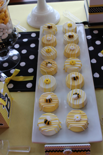 Blissful-Bumble-Bee-Baby-Shower-Macarons