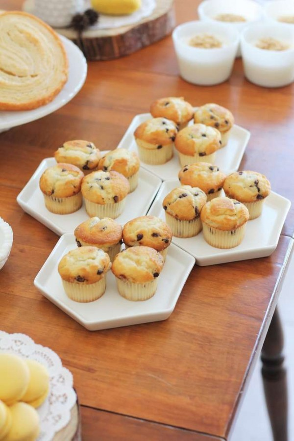 Bright-Bee-Loved-Baby-Shower-Muffins-Tray